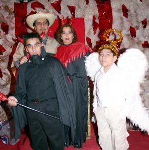 Martha de Hernández, José Hernández, Carlos Hernández y Antonio Hernández Astorga.