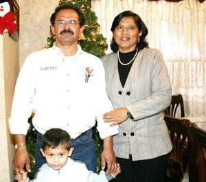 <b>11 de diciembre de 2004</b> <p> María Dolores Arratia fue festejada junto a su esposo y su nieto con motivo de su cumpleaños