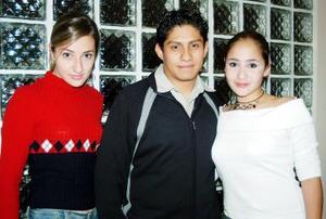 <b>11 de diciembre de 2004</b> <p> Mirna Cháirez, Víctor Cedillo y Mary Carmen González.