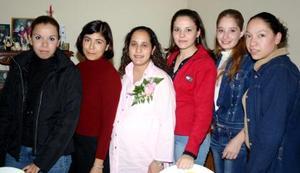 Luly de Mota recibió felicitaciones por el próximo nacimiento de su bebé