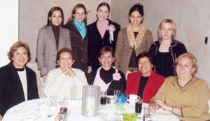 <b>11 de diciembre de 2004</b> <p> Marsisol Medina en su última fiesta de despedida de soltera con amistades.