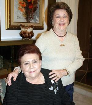 Angélica de Amarante y Charmain  de Martínez en reciente evento social.
