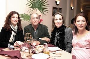 Karla Von Bertrab de Muñoz, Luis Hermosillo, Carmen de Hermosillo y Karla de Tafoya.