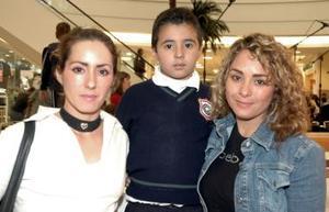 Lupita de Arroyo, Brando Arroyo y Marisol Cabelaris.