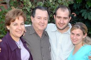 <b>13 de diciembre de 2004</b> <p>  Omar Gutiérrez, celebró su cumpleaños que le ofrecieron, su esposa, Lupira Leal de Gutiérrez, y sus hijos Omar y Ana Cecy Gutierré Leal