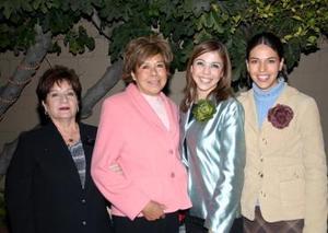Marisol Medina Rodriguez, disfrutó de una despedida de soltera que le organizaron María Hortenisa de Medina y Esperanza de Rojas.