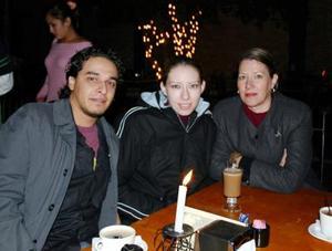 Alejandro, Sofia y Carolina en su lugar de preferencia