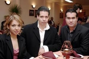 Luly Saldivar, Carlos de Mucha y Enrique Fuentes.