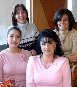 <b>12 de diciembre de 2004</b> <p> Laura Ojeda, Laura Sánchez, Cecilia Dávalos y Rocío Rojas.