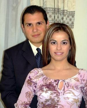 <b>12 de diciembre de 2004</b><p>   Sr. Víctor Manuel Hernández y Srita. Elba Sotelo Loza efectuaron su presentación religiosa en la parroquia del Inmaculado Corazón de María el viernes tres de diciembre.
