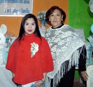 Angie Flores de Rangel y Mary Macías de Rangel.