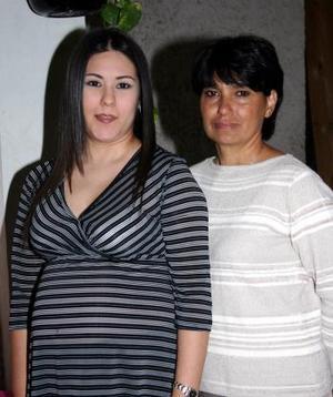 Bertha Galindo de Serrano y Consuelo Acosta de Serrano.