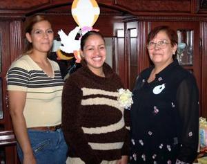 <b>13 de diciembre de 2004</b> <p>  Rebeca Campos Martínez esperal el nacimiento de su primer bebé.