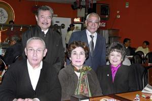 Eduardo Lee Soriano, Lupita Cañamar de Lee, Sergio Lee Soriano, Manuel Lee Soriano, y socorrito Lee de Ramírez.