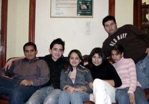 Jorge Castañeda, David Flores, Michelle Flores, Laura de la Cruz, Martha Samaniego y Mauricio Maycotte.