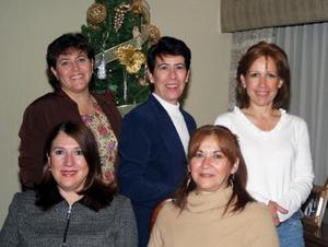 July Diez Canseco disfrutó de la reunión que le ofrecieron sus amigas Marcela Lira, Cecilia Morales,Cecilia Valdez y Gaby Ávalos.