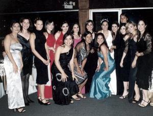 La novia América Rangel y las amigas de la novia.