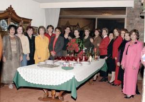 Socias del Club de Jardinería Cassandra, disfrutaron de su tradicional posada navideña, efectuada en casa de la señora Rosario de Sánchez Rivera