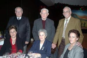 Antonio y Cristina Yarza, Francisco y Martha Ledezma, acompañados por Josefina y Elvira Lugo