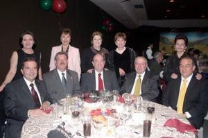Homero y Leonor del Bosque, Gabriel y Lucy Calvillo, Jospe y Ruth Máynez, Carlos Acosta y y Ricardo y Cecilia C., disfrutaron de una velada.