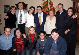 Luis Guillermo Hernández Aranda y Pamela Rodríguez Venegas celebraron su compromiso matrimonial en compañía de familiares .
