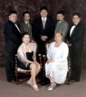 <b>12 de diciembre de 2004</b> <p> Sergio, José Luis, Carlos, Jorge, Alejandro, Paola Annel y María Patricia García González, en reciente reunión familiar
