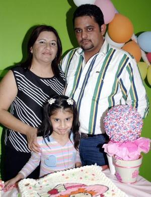Karla Rosales Castañeda cumplió 8 años de vida y sus papás, Juan Víctor Rosales y Karla Castañón de Rosales le prepararon una fiesta.