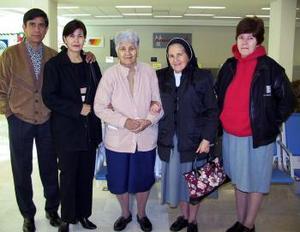 Celia de Lara viajó a Tuxtla Gutiérez Sánchez y fue despedida por la familia Lara Alvarado.