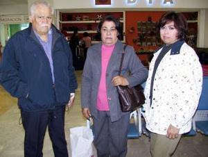 <b>12 de diciembre de 2004</b> <p> Margarita de Armijo viajó a Tijuana y fue despedida por Víctor Manuel y Margarita.