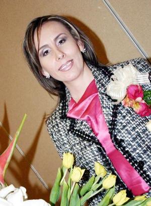 <b>14 de diciembre de 2004</b><p> Sandra González Iturriaga captada en su despedida de soltera.