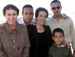<b>14 de diciembre de 2004</b> <p> Susana, Columba, Jorge, Luis y Berbarno .