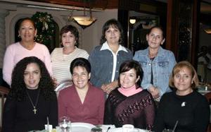 <b>15 de diciembre de 2004</b> <p>  Yadira de Zarzar, Nena de Ramos, Elena de Rubio, Arcelia de Velázquez, Trini Martínez, Alejandra González, Martha de Valdez y Fanny de Larralde .