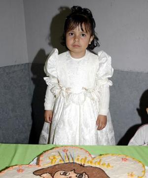 Norma Alicia Vázquez González celebró su tercer cumpleaños con una piñata.