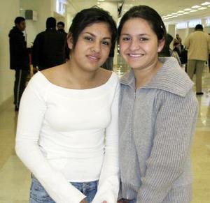 <b>15 de diciembre de 2004</b> <p> Salma Recio y Ashley  Recio viajaron a Cancún