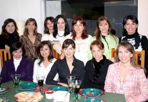 Anabel Carrillo, Pilar Espinoza, Verónica Espinoza, Lorena Valdés, Beba Berlanga, Susana González, Ana de Anaya, Lulú Franco, Ana Nava, Sandra González, Connie Lozano y Marcela Carrillo en su posada