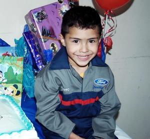 Con motivo de su quinto cumpleaños, Roberto González Rojas recibió bonitos regalos.