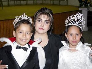 <b>16 de diciembre de 2004</b> <p> Nancy Ramírez, David Alberto I  y Ana Laura , reyes de los festejos del 50 aniversario de la Escuela España.