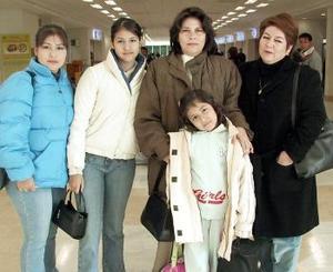 <b>16 de diciembre de 2004</b> <p> Guadalupe de Cardona, Ale Cristy, y Lupita Cardona viajaron a Tijuana y fueron despedidas por Gloria de Hernández .