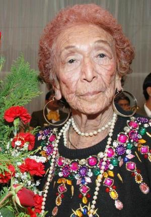 Con motivo de su 80 aniversario de vida, la señora María Isabel Escobar Rendón, disfrutó de una fiesta organizada por  sus hijos y demás familiares .