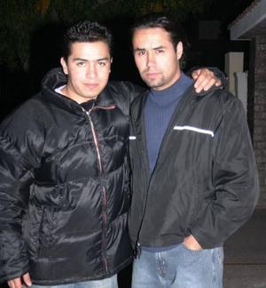 <b>18 de diciembre de 2004</b> <p>  Polo Reyes y Luis Flores