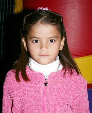 Karla Estefanía Romero Silva cumplió ocho años de vida, y los festejó con una merienda preparada por sus papás.
