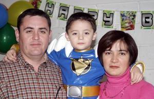 Nazario López Téllez en compañía de sus papás, Nazario López y Lourdes Téllez