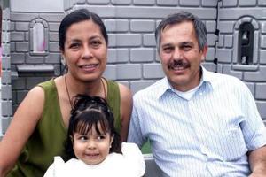 Gerardo Vázquez Valdez y Alicia González de Vázquez festejaron a su hijita Norma Alicia Vázquez González, con una divertida fiesta infantil por sus tres años de vida..