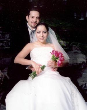 Sr. Félix López Amor Díaz y Srita. Berenice Salcedo Luna contrajeron matrimonio religioso en el Santuario de Guadalupe de Saltillo, Coah