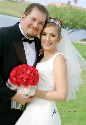 Lic. José Alfonso Villa de Alba contrajo matrimonio con la Lic. Eréndira Meraz Magaña recibieron la bendición nupcial en la parroquia Los Ángeles el sábado 23 de octubre de 2004.