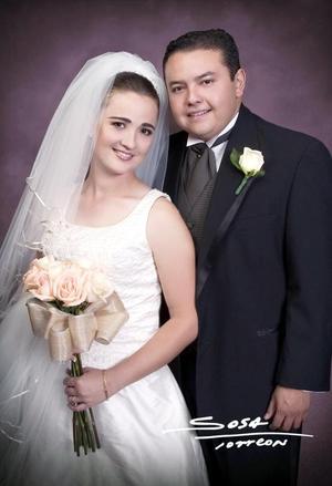 Sr. Eugenio Betancourt Noyola y Srita. Maricel Mijares Callau contrajeron matrimonio religioso en la parroquia Los Ángeles el sábado 23 de octubre de 2004