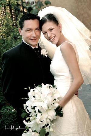 Lic. Carlos Alberto Barrios Hinojosa y Srita. Elena Facuse recibieron la bendición en la capilla de la Resurrección del Centro Saulo el 29 de octubre de 2004.