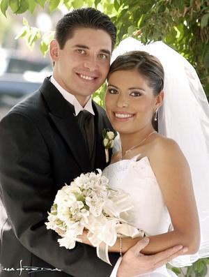 Ing. Fernando Lárraga y la Ing. Alfa Rodríguez contrajeron matrimonio el pasado 18 de septiembre de 2004.