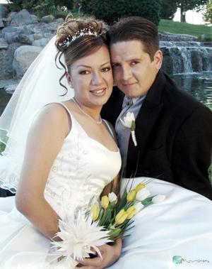 Ing. J. Alfonso Carrillo Sánchez e Ing. Iveth Romero Rueda contrajeron matrimonio religioso en la iglesia del Espíritu Santo el 29 de octubre de 2004.