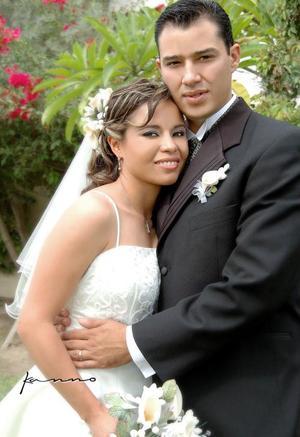 Ing. Gustavo Adolfo Gutiérrez Zataráin y M.C. Adriana Viramontes Acosta contrajeron nupcias el sábado 23 de octubre de 2004.